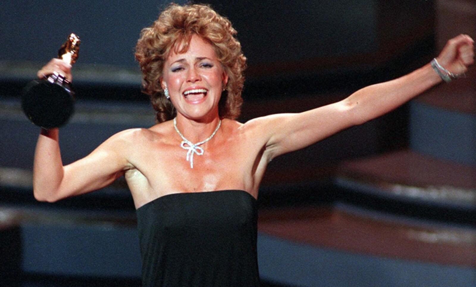 """En 1985 la actriz Sally Field recibió su segunda estatuilla. En su discurso afirmó emocionada: """"¡les agrado, en verdad les agrado!""""."""