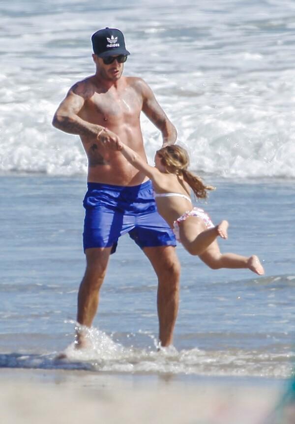 Harper se divirtió con su guapo papá.