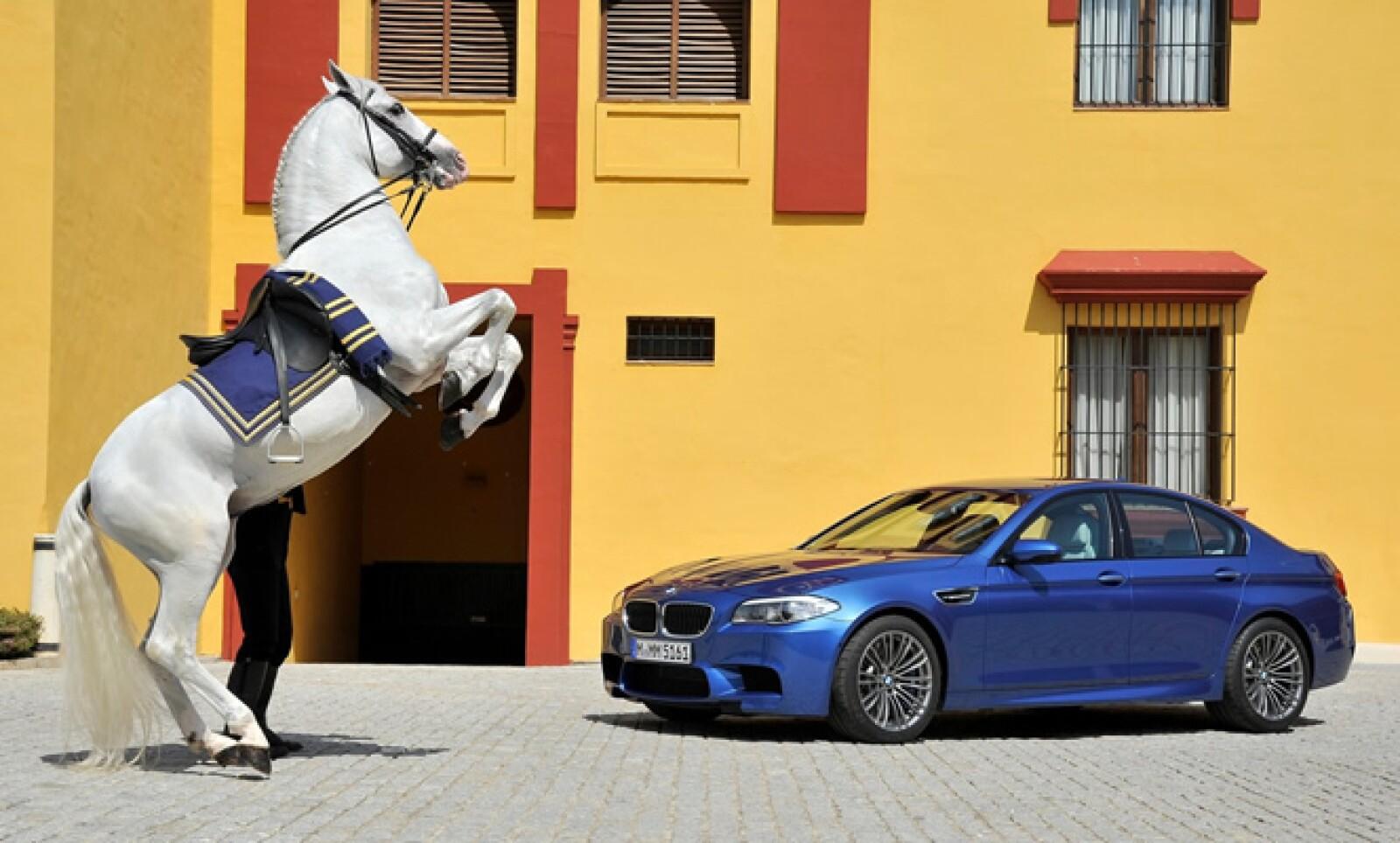 El automóvil está disponible desde 128,700 dólares, cerca de 1.8 millones de pesos.