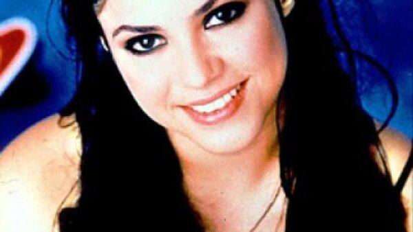En sus inicios, la cantante colombiana utilizó una larga cabellera color negro azabache.