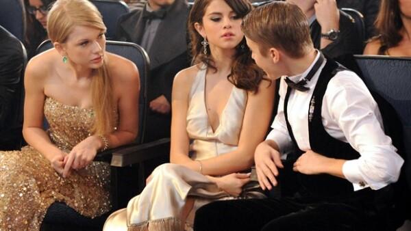De acuerdo con Us Magazine, las casi inseparables amigas están distanciadas debido a que la actriz continúa viendo a Justin, hecho que molesta a Taylor.