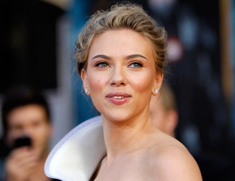 Scarlett Johanson tiene una lista de al menos 14 galanes, algunos fugaces como Benicio del Toro, Justin Timberlake, entre otros.