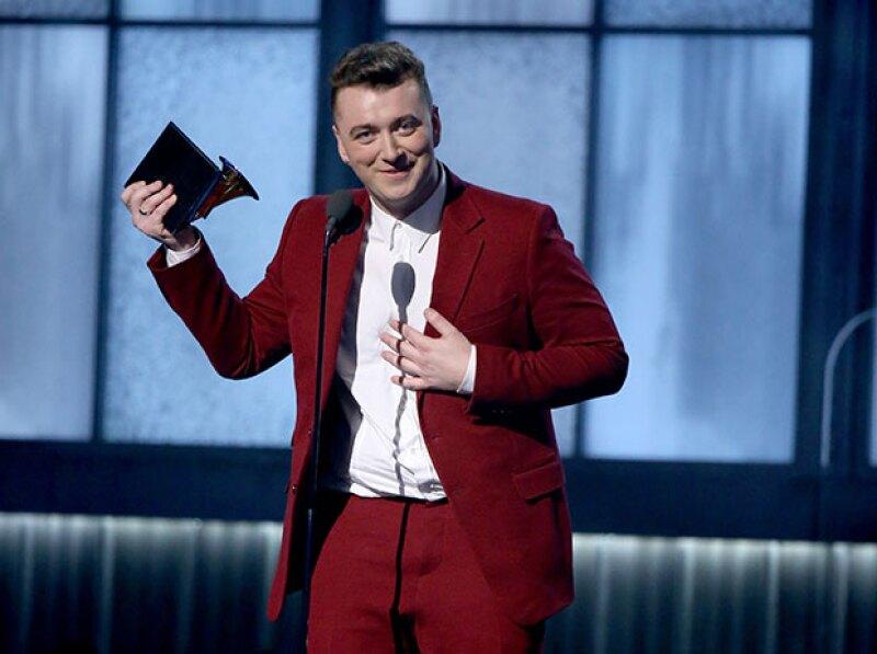 Sam recibiendo uno de sus premios.