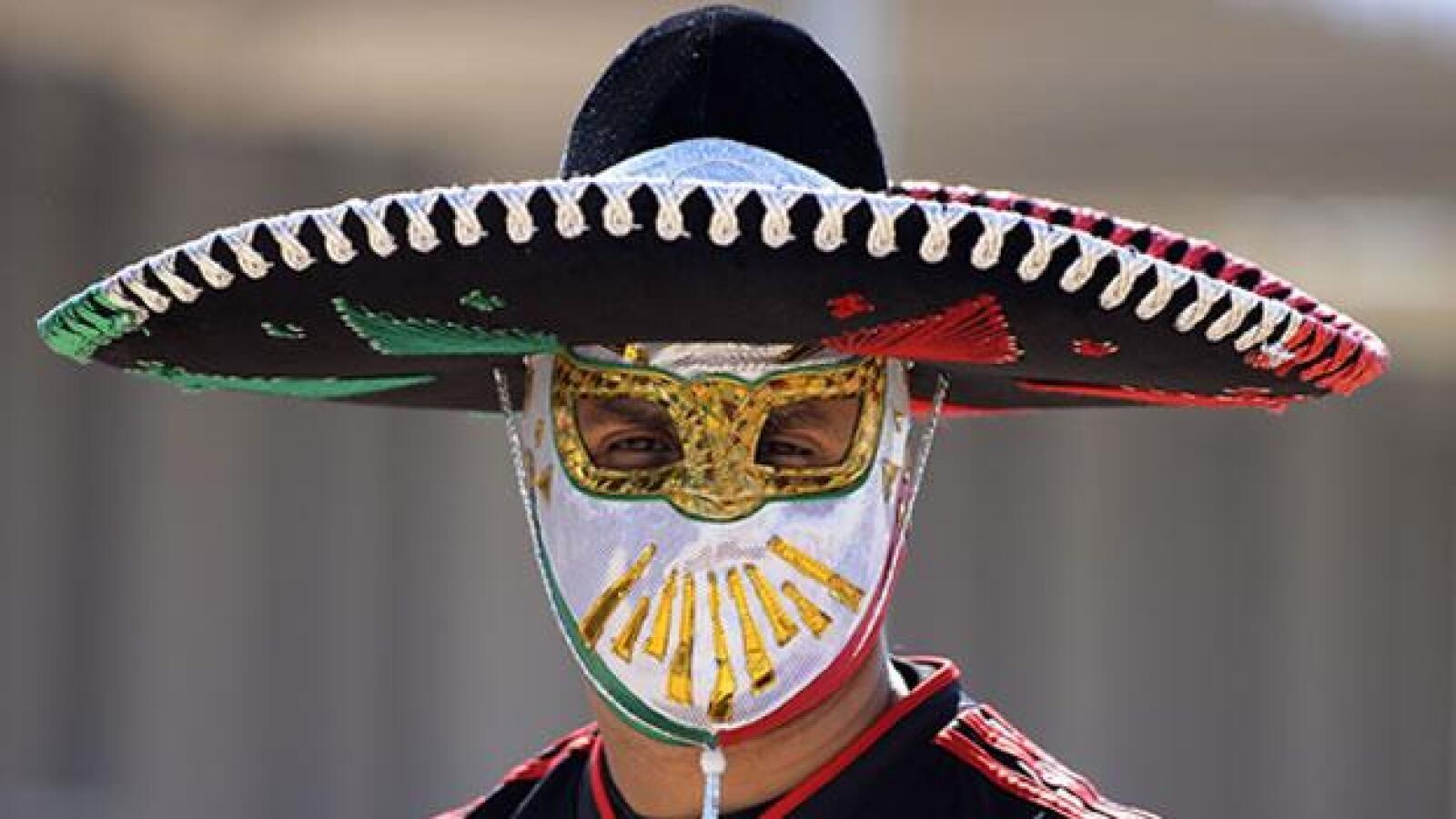 Los aficionados mexicanos dejaron ver el folclor nacional en los momentos previos al primer partido de la Copa del Mundo