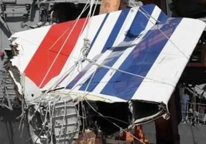 La aleta de la cola se desprendió por el impacto del avión con el mar.  (Foto: AP)