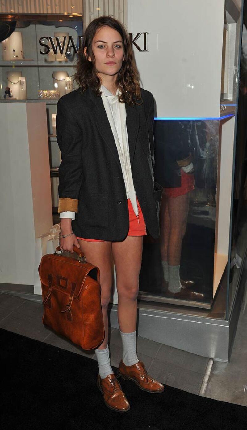 Su estilo andrógino la ha hecho llamar la atención en el mundo de la moda.