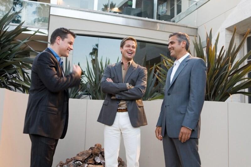Matt Damon, Brad Pitt y George Clooney compartieron créditos en el filme Ocean´s Eleven.