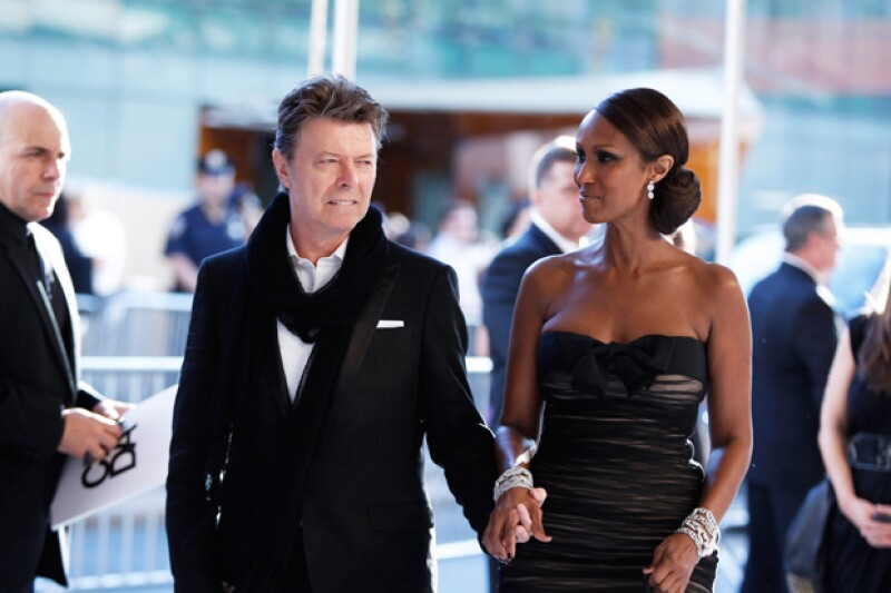 El músico con su esposa, la modelo Iman.