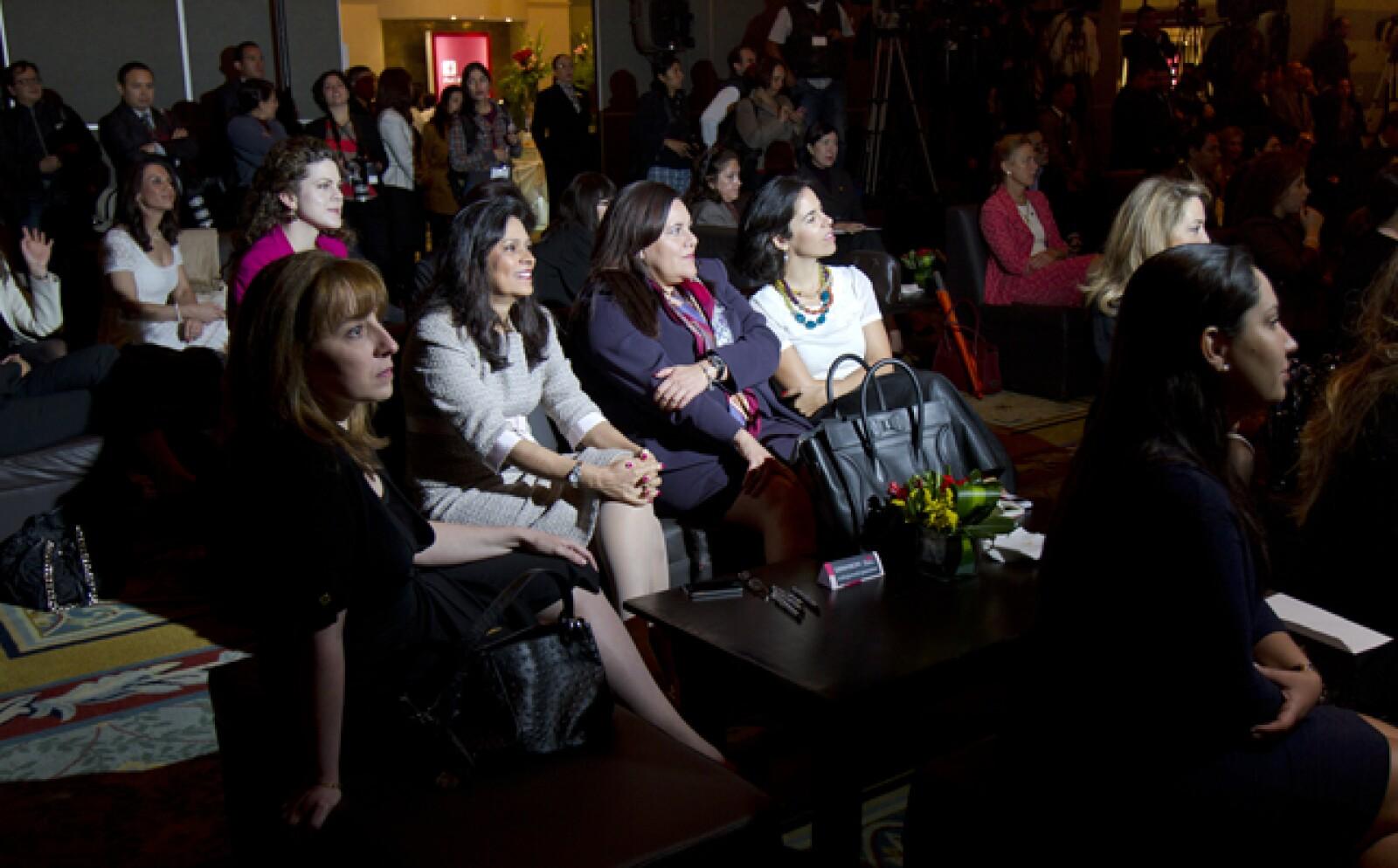 Las asistentes atentas al panel moderado por María del Carmen Bernal del IPADE donde se discutieron cuatro temas: Balance de vida y trabajo, Reclutamento, Inclusión y diversidad de género y La brecha en las compensaciones.