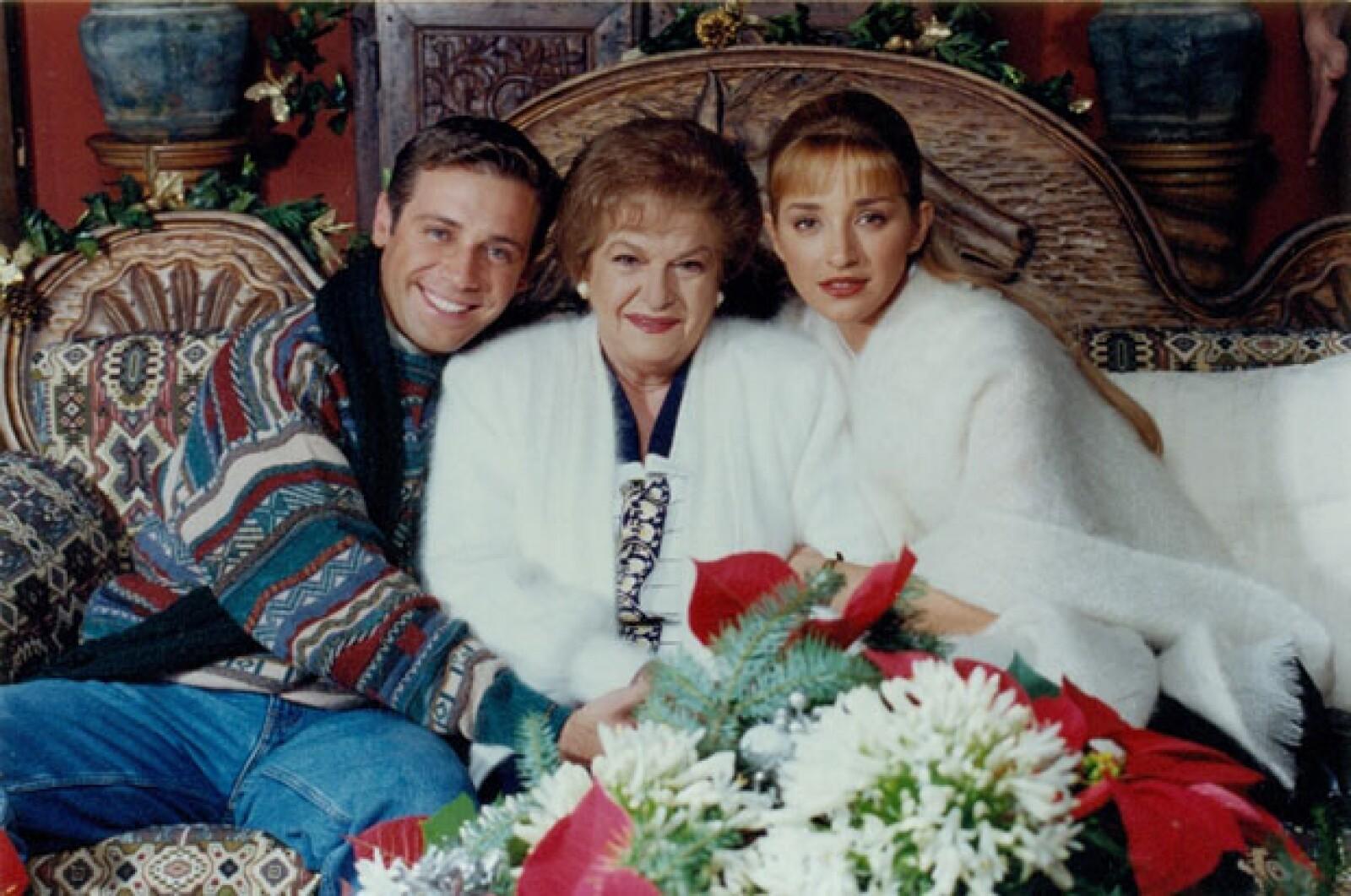 Con Sergio Bernal y Claudia Ramírez cuando colaboraron juntos en la telenovela Te sigo amando en 1997.