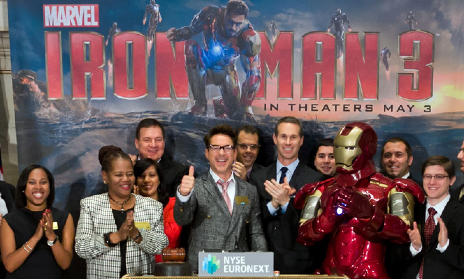 Iron Man y el actor Robert Downey Jr acudieron a la apertura del mercado en Nueva York.