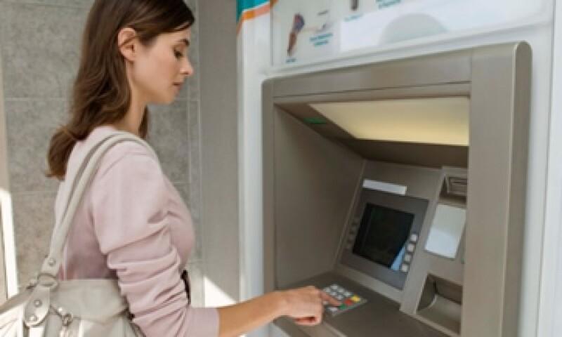 Los diputados pidieron que se acceda a los cajeros mediante la lectura de la tarjeta en una puerta de seguridad. (Foto: Thinkstock)