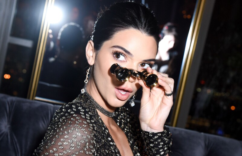 Kendall-Jenner-Binoculares