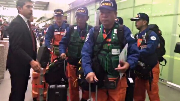 Expertos japoneses llegan a México para ayudar en las labores de rescate