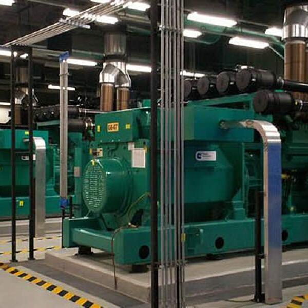 En la foto, generadores de energía garantizan el funcionamiento de la empresa con un flujo de 13,500 watts cada uno.