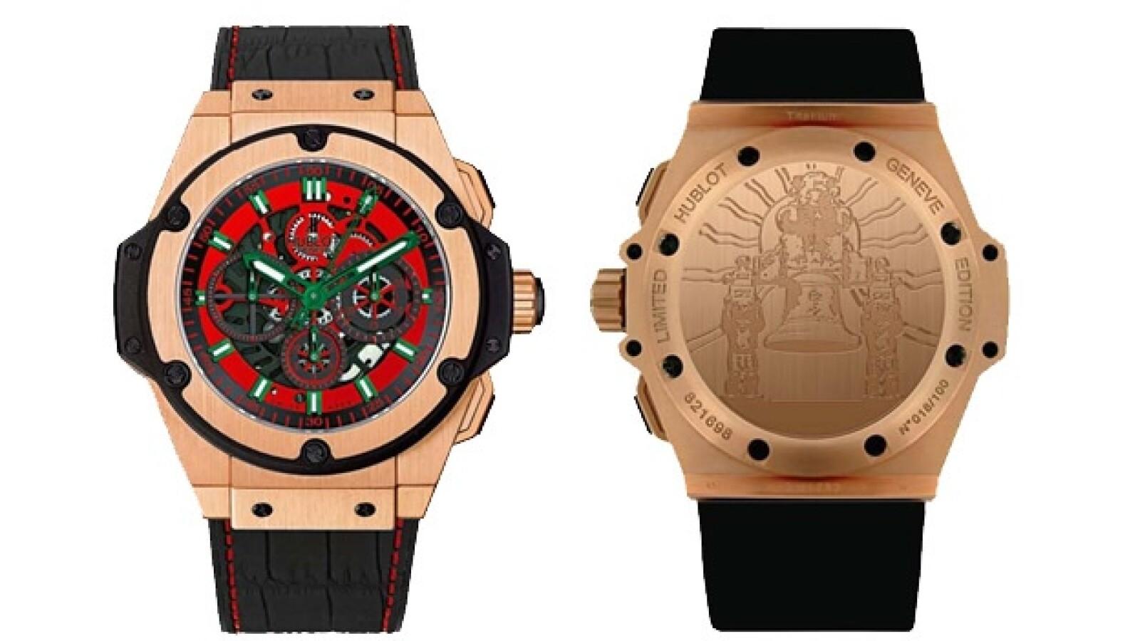 La relojería Hublot elaboró un diseño con caja de cerámica negra y oro, y correa de lagarto con cuacho.