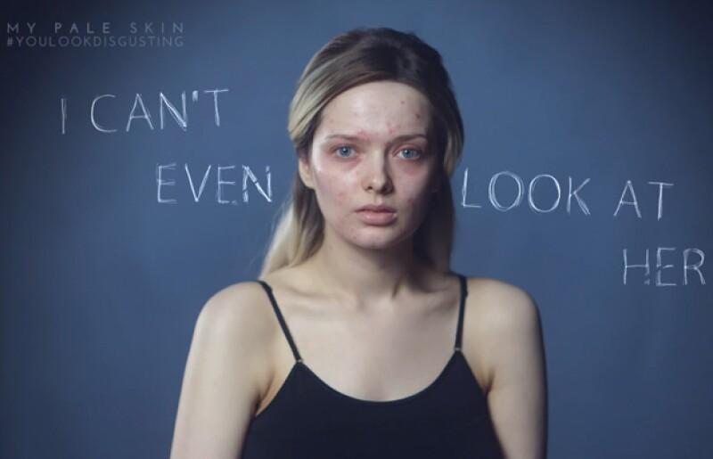 Una chica que decidió crear un video que mostrara cómo las redes sociales pueden crear expectativas irreales en hombres y mujeres.