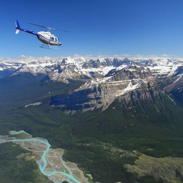 Imagínate una escapada romántica a 1,829 metros de altura para pasar un invierno diferente y memorable por encima de las Montañas Rocallosas, en Alberta.