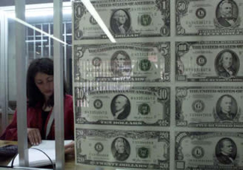 El dólar acentúa sus ganancias a media jornada del miércoles. (Foto: Archivo AP)