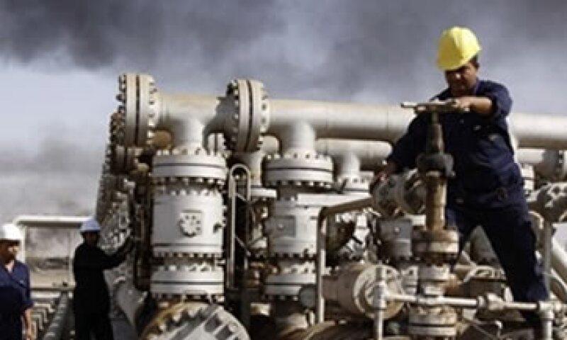 El sábado el oleoducto roto en el Mar del Norte aún vertía petróleo en el agua, de acuerdo con Royal Dutch Shell. Archivo. (Foto: AP)