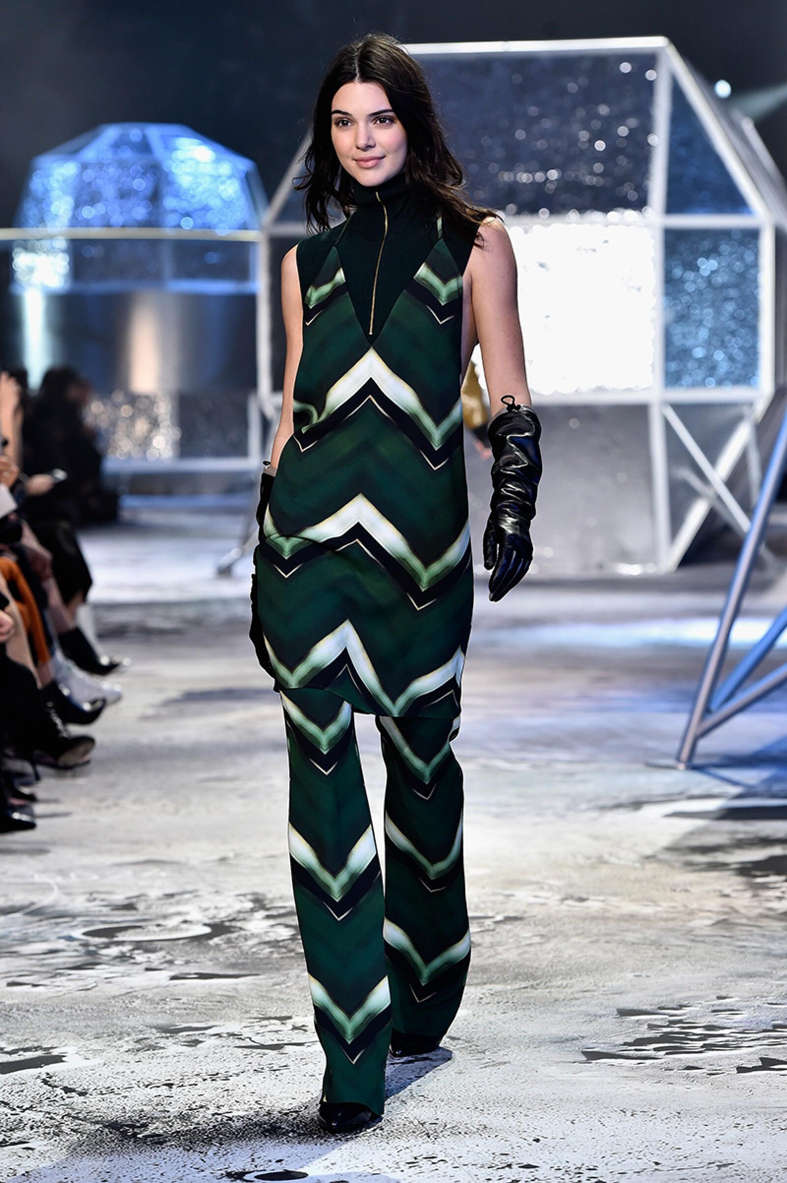 H&M : Runway - Paris Fashion Week Womenswear Fall/Winter 2015/2016