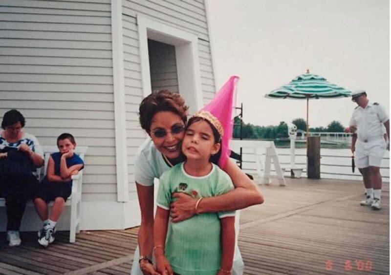 María recordó a su mamá con esta foto de cuando era niña