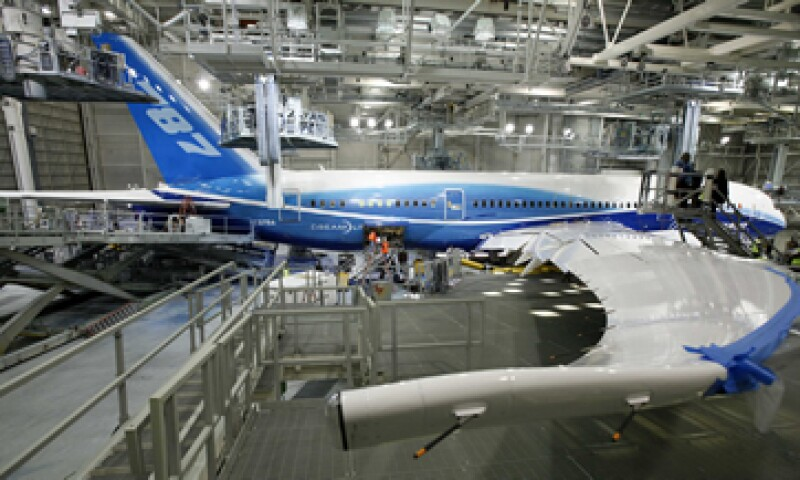 El fabricante no ha modificado su calendario de producción desde que los Dreamliner dejaron de volar. (Foto: AP)