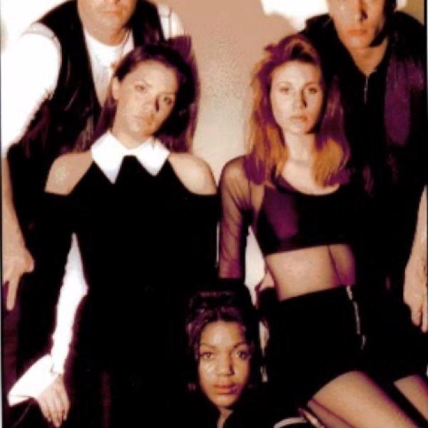 Victoria siempre quiso triunfar por lo que antes de convertirse en Spice Girl, formó parte del grupo Persuassion en 1994.