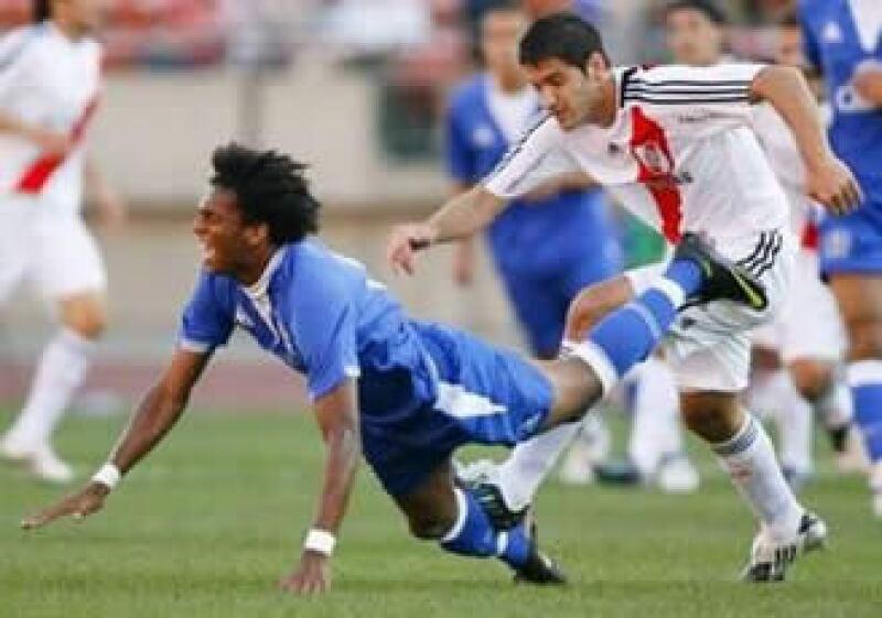 Se estima que tan sólo los clubes de primera división adeudan 182 mdd. (Foto: Reuters)