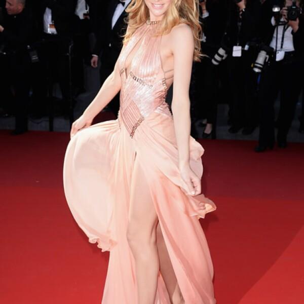 La modelo holandesa apareció en la alfombra roja de la premiere de `Le Passe´ en un vestido Atelier Versace de la temporada Otoño 2012.