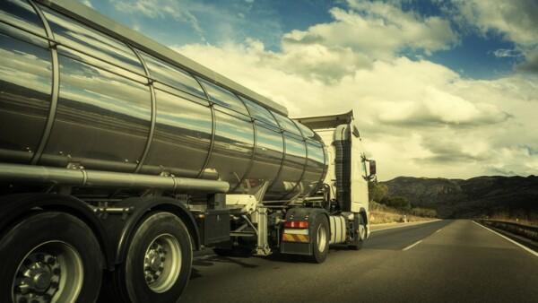 Camión tanque de hidrocarburos