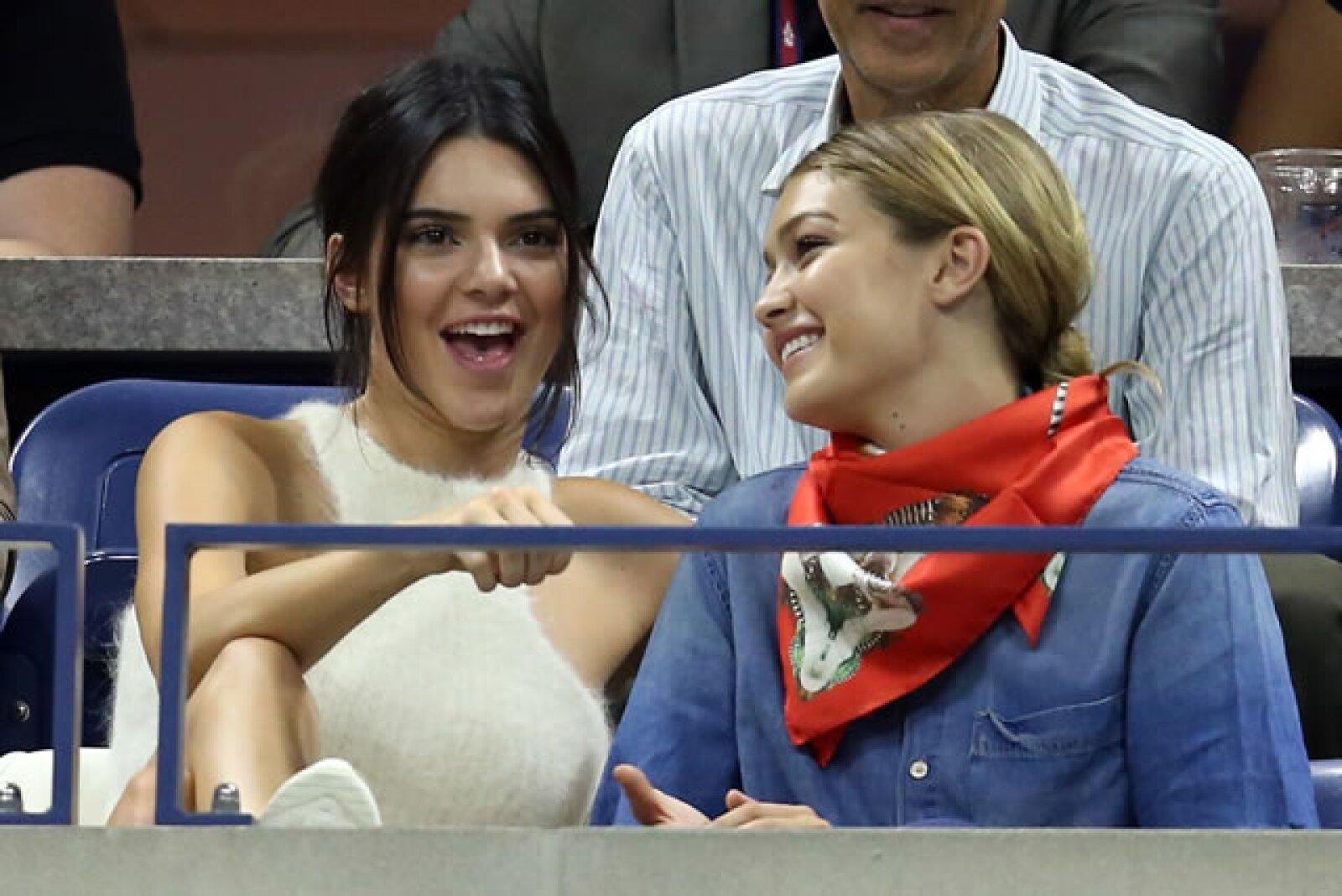 Kendall Jenner y Gigi Hadid también estuvieron en el torneo, sentadas una fila más adelante de Kim.