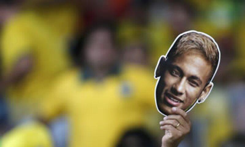 El brasileño Neymar lideró el listado de los jugadores más comentados en Facebook. (Foto: Reuters)