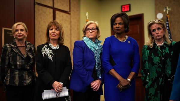 Legisladoras demócratas piden investigar a Trump por denuncias de acoso