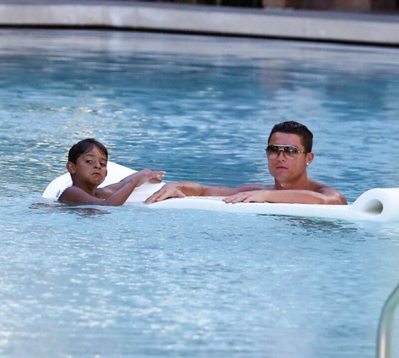 La estrella del Real Madrid disfrutando Miami con su hijo.