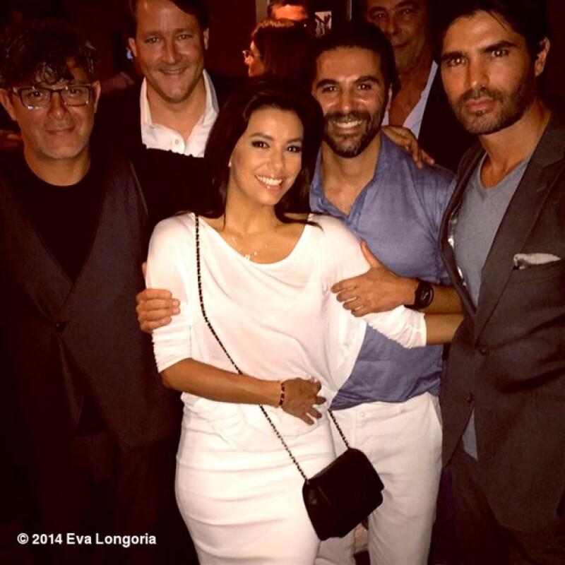La actriz, el directivo de Televisa y el cantante acudieron juntos al estreno en Miami de la película &#39Little Boy&#39 para apoyar a su amigo.