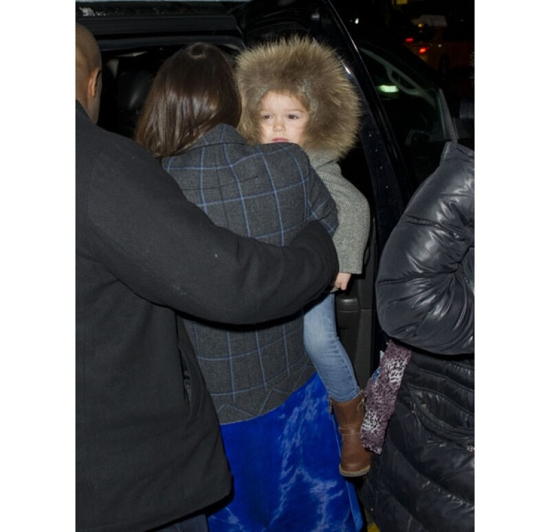 Harper estaba totalmente cubierta con este invernal abrigo, diseñado por `Marie-Chantal´.