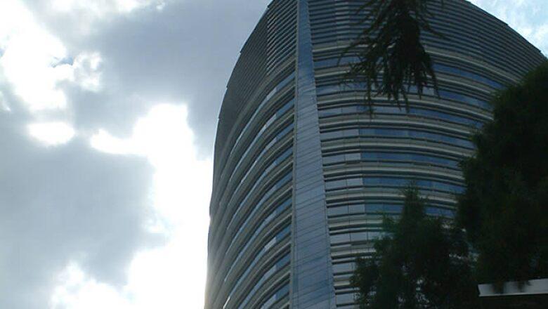 El diseño del edificio está inspirado en la Diana Cazadora. El arquitecto es César Pelli, autor de las Torres Petronas de Kuala Lumpur.