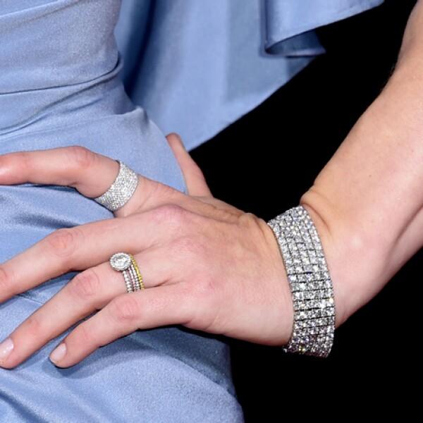 Lució una pulsera y cinco anillos de diamantes, con base de oro blanco, amarillo y rosado de Tiffany & Co.