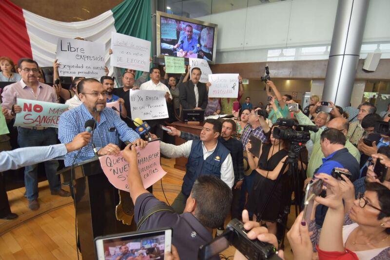 Protesta de colegas