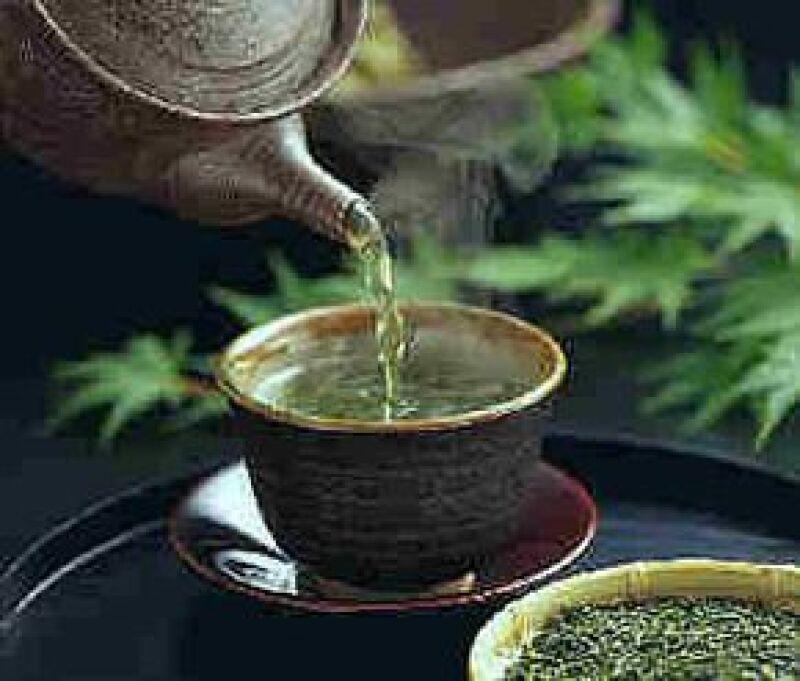 El té ayuda a reducir los niveles de azúcar en la sangre, retrasar el envejecimiento, entre otros beneficios.