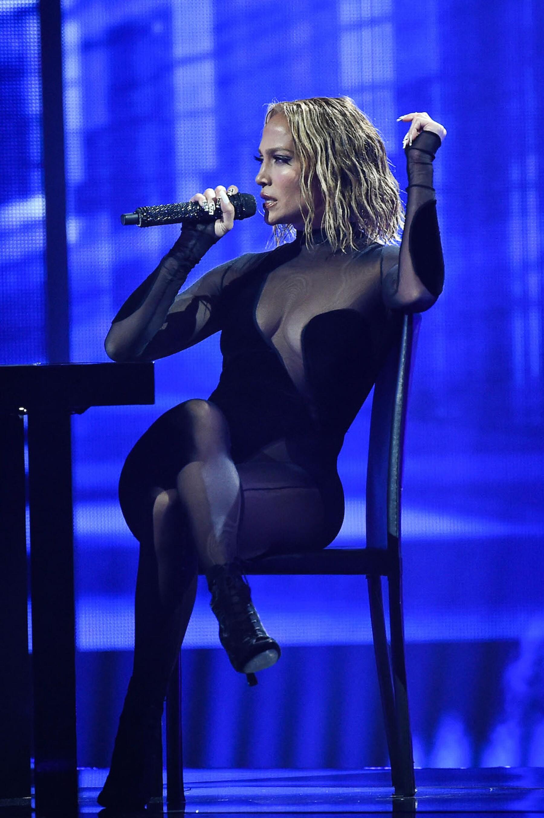 Acusan a JLo de copiar a el show de Beyoncé en los American Music Awards
