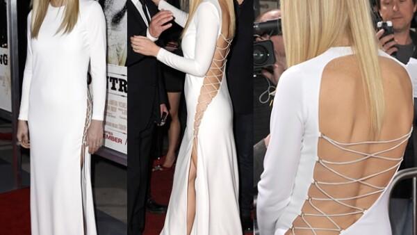 La actriz dejó a todos con la boca abierta durante la premier de su última película, `Country Strong´, al acudir con un sexy vestido blanco con el que presumió su figura.