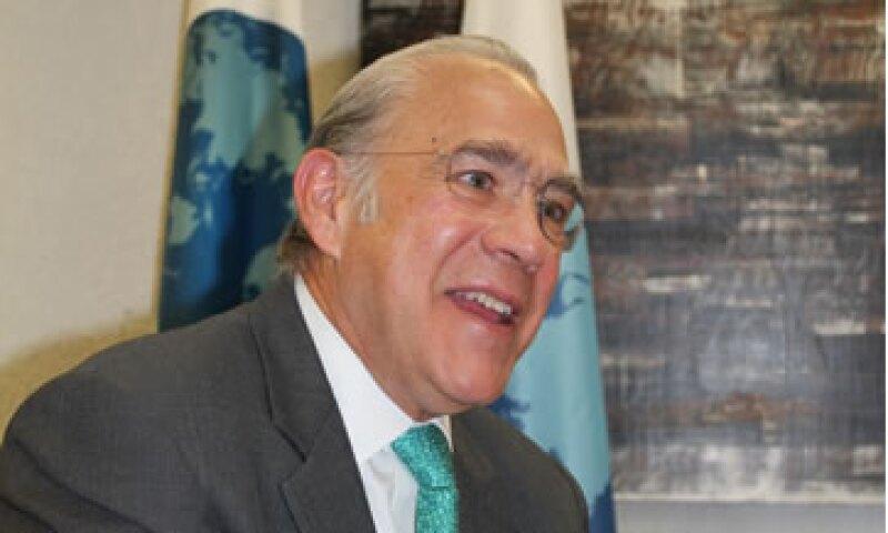 José Ángel Gurría recomendó a México una reforma fiscal que incluya subir el IVA. (Foto:Cortesía OCDE)