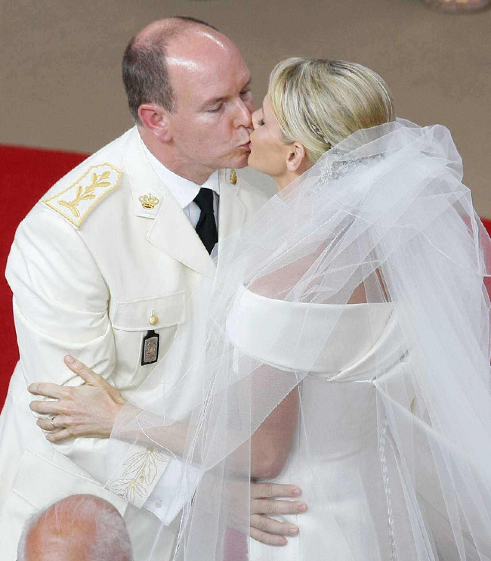 Otra imagen del beso, por si no fue suficiente la anterior.