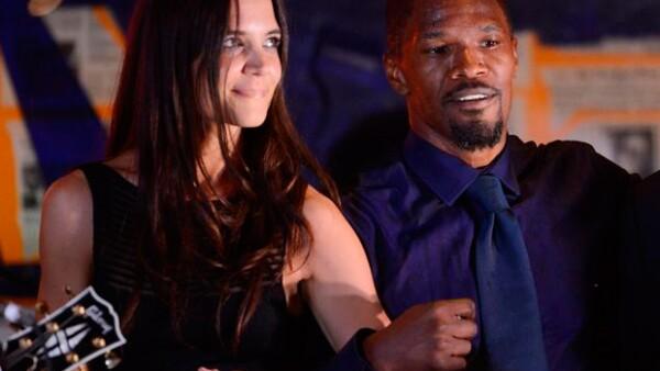 Una amiga del actor, Claudia Jordan, aseguró que él está feliz con su relación con la ex de Tom Cruise. ¿Será?