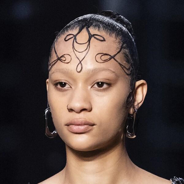 lfw-fashion-week-runway-beauty-looks-maquillaje-burberry