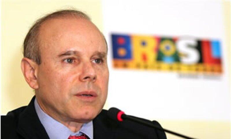El ministro de Hacienda, Guido Mantega, rechazó que el alivio monetario resuelva muchos problemas para EU. (Foto: AP)