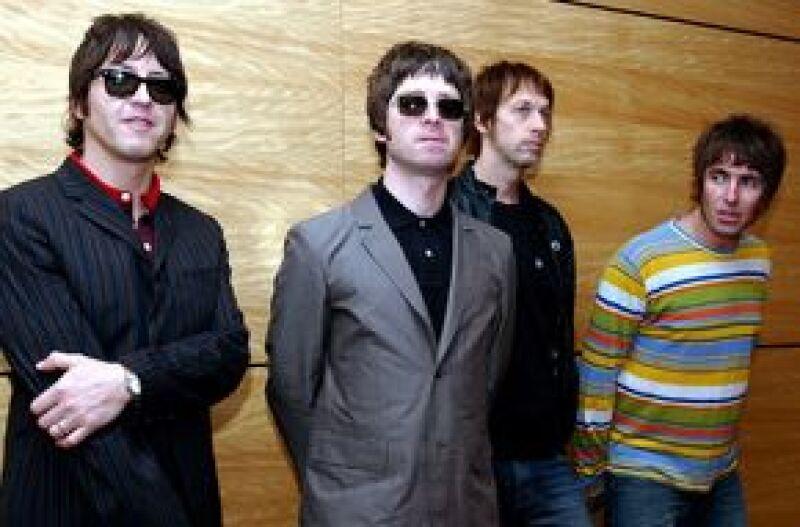 """La banda de rock británica mostrará el talento de diversos músicos de las calles de Nueva York con el lanzamiento en Internet de su documental """"Dig out your soul in the streets"""", de 18 minutos."""