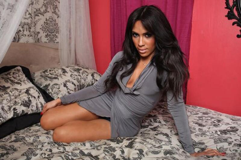 Thalia Almodovar es un transgénero de Nueva York que está dispuesto a todo para parecerse a Kim, sin importar el costo.